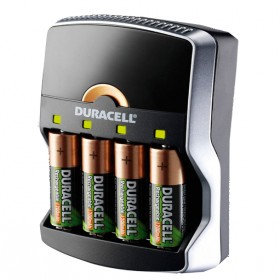 duracell 15 minutes chargeur rapide avec 4 piles aa 1300 mah nimh rechargeables et adaptateur. Black Bedroom Furniture Sets. Home Design Ideas